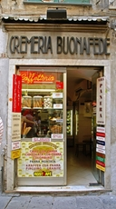 In Genoa you find many shops with Ligurian products