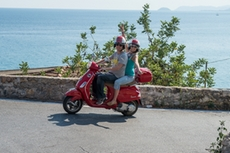 The participants of the incentive enjoy the funny Vespa tour in Liguria