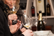 The teams analyze the scent and taste of the wines